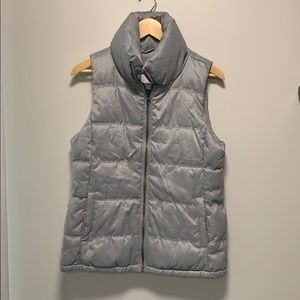 Gray puffy vest with pockets